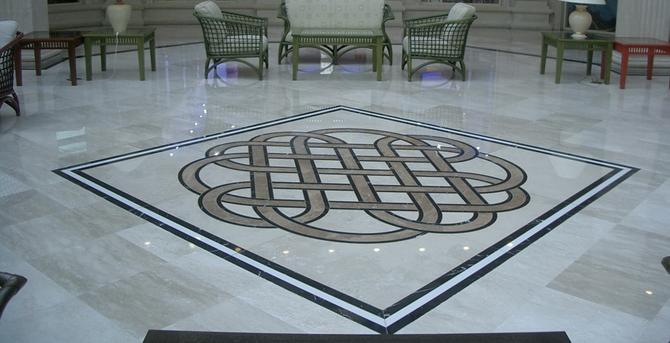 мрамор на полу
