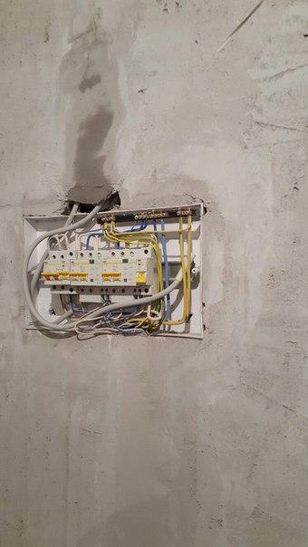 утопление электрощитка в глубь стены